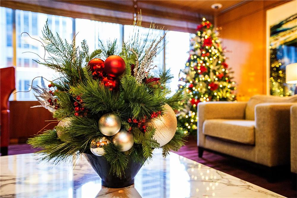 Awesome Holiday Decorations Ideas Part - 10: 10 Holiday Decoration Ideas For Your Lobby