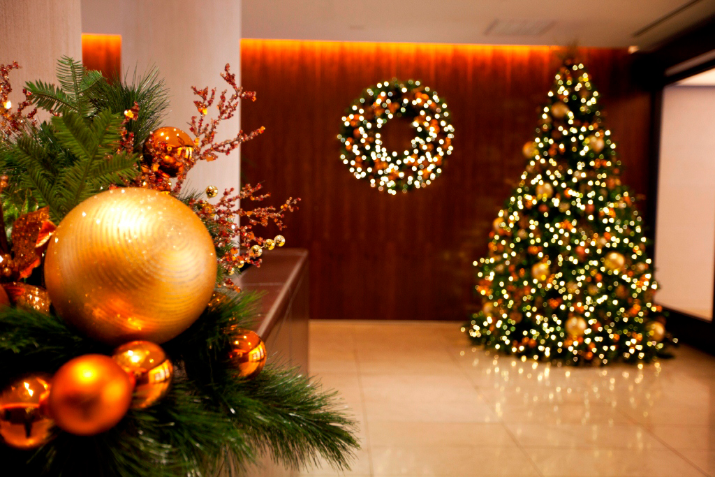 Upper East Side Holiday Indoor And Outdoor Holiday Decor